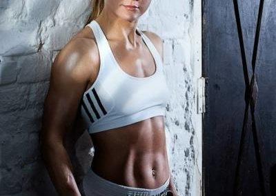 Początkowo do Wiednia zawiodło 39-latkę kierownicze stanowisko w przemyśle farmaceutycznym. Wesner ostatecznie zrezygnowała z pracy, aby podjąć karierę w boksie.